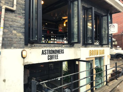 Entrance to Astronomers Coffee in Seoul
