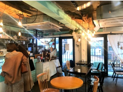Best Coffee Cafes to Work from in Seoul Astronomers Cupcake Veranda Cupcake inside