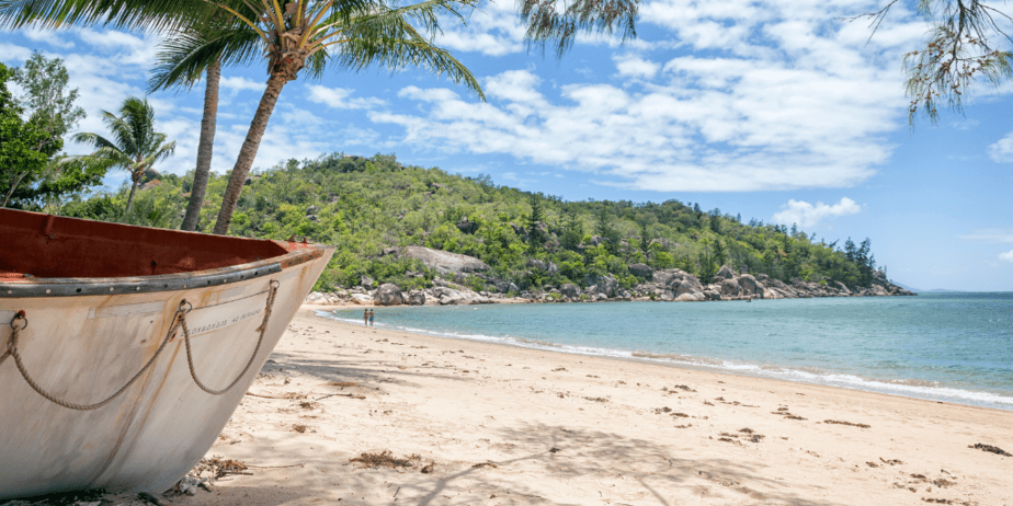 How to the see the Great Barrier Reef on a Budget : Visit Magnetic Island